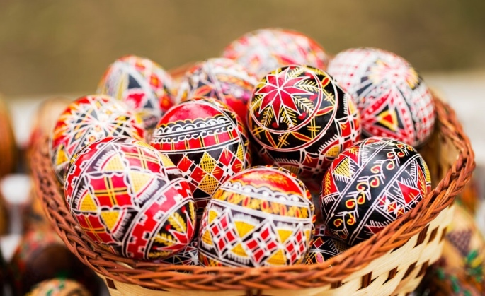 Easter gratitude traditions and best wishes ioana barbu the tradition is especially common in the region of bukovina and you can find such eggs at traditional fairs and in monasteries negle Images